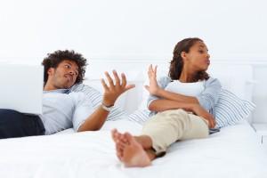 Cuplu certat in pat